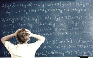 quadro_azul_matematica_formulas_garoto3
